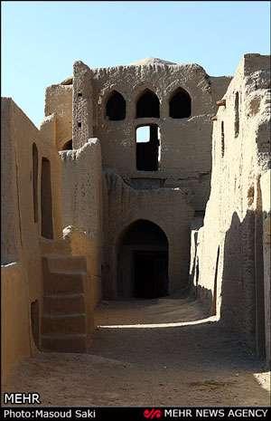 قلعه مهرپادین مهریز به روایت تصویر