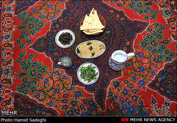 دوخت رومیزی مخمل Creative Hands of Iranian Women: Embroidered Pateh