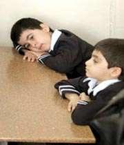 به دانش آموزان دیر آموز برچسب عقب مانده نزنید !