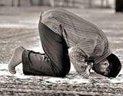 فشار ادرار هنگام نماز از مکروهات است