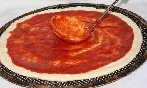 آماده کردن پیتزا