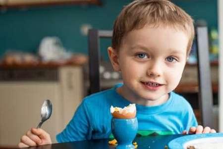 تخم مرغ در صبحانه ی بچه ها برای سیری بیشتر