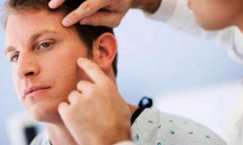 معاینه پوست توسط پزشک
