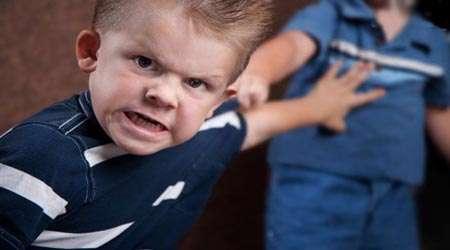 کودک عصبانی، دعوا