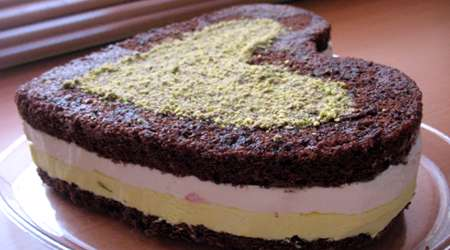 کیک بستنی کاکائویی