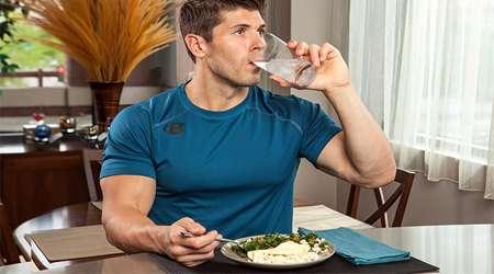 نوشیدن آب با غذا