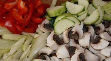 کالزونه مرغ و سبزیجات