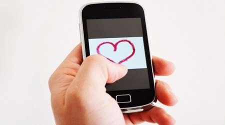 با میل شدید همسرم به چک کردن موبایل، چه کنم؟
