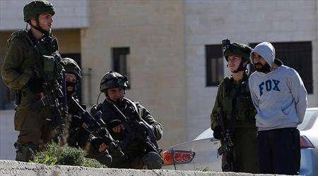 اعتقال أكثر من 7 فلسطينيين في الضفة الغربية