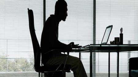 المخاطر الصحية المرتبطة بالجلوس الطويل