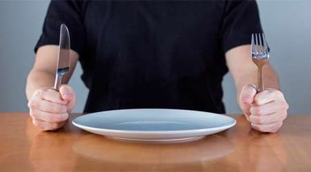 6 عاملی که بدون گرسنگی غذا به خوردتان می دهد
