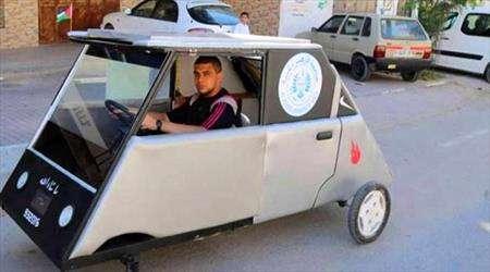 فلسطينيان يبتكران سيارة شمسية لكسر الحصار الإسرائيلي