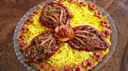 ماکارونی با گوشت و سوسیس
