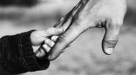 بعد از فوت شوهرم دخالت اطرافیان در تربیت فرزندم را چگونه مدیریت کنم؟