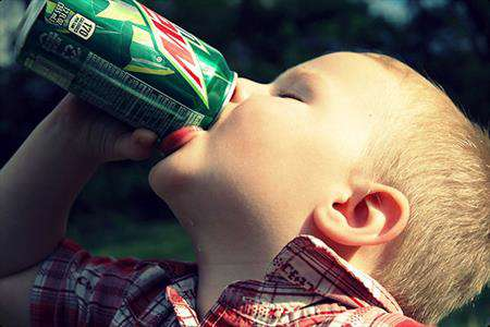 اين خوراکي ها دشمن دندان هاي کودک شما هستند