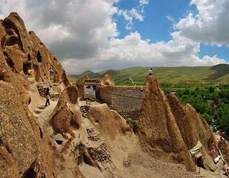 قرية كندوان السياحية تحفة فنية منحوتة بين الصخور
